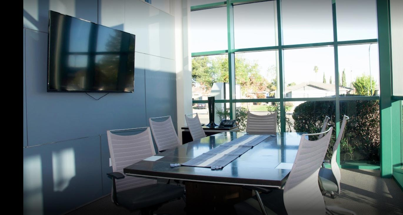 Conference rooms with state-of-the-art technology and wifi by the hour or day